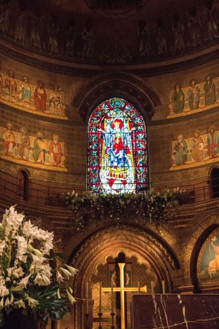 Витраж Пресвятой Богородицы в Страсбургском соборе